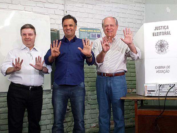 Antonio Anastasia (esq.), ao lado de Aécio Neves e Pimenta da Veiga, candidato da legenda ao governo do estado (Foto: Pedro Ângelo/G1)