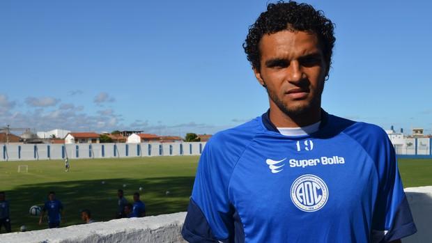 Zagueiro Alexandre, do Confiança (Foto: Felipe Martins/GLOBOESPORTE.COM)