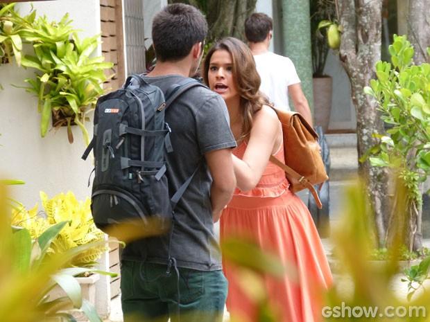 Luiza se irrita com ciúme de André (Foto: Em Família/TV Globo)
