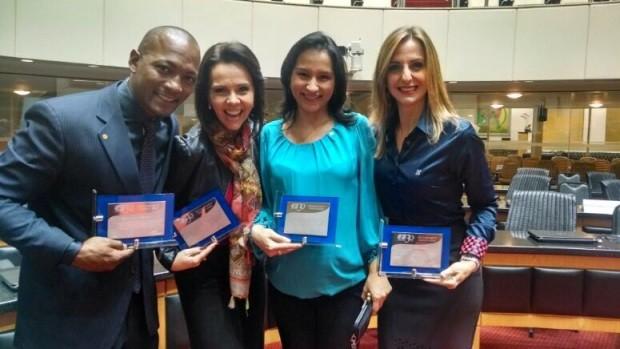 Jornalistas foram homenageados (Foto: Divulgação)