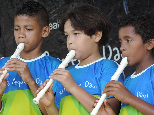 A oficina de flauta é uma das atividades desenvolvidas pelo projeto (Foto: Divulgação)