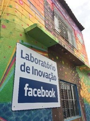 O Facebook vai à favela