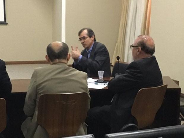Demissão de Marcos Pacheco foi confirmada durante reunião na sede do Governo (Foto: Twitter/ Felipe Camarão)