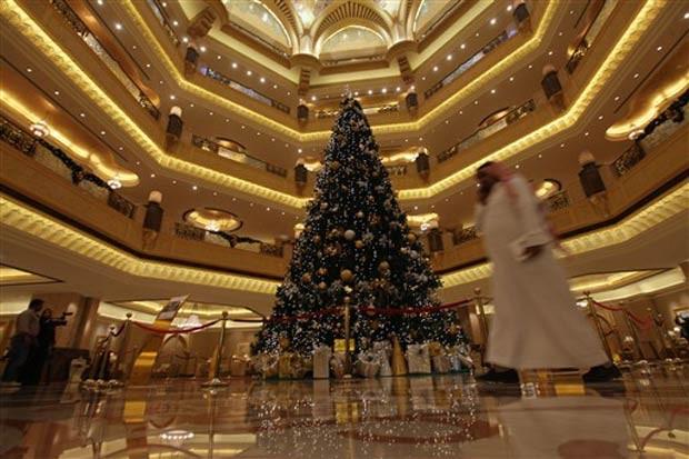 Árvore de Natal é avaliada em mais de US$ 11 milhões. (Foto: AFP)