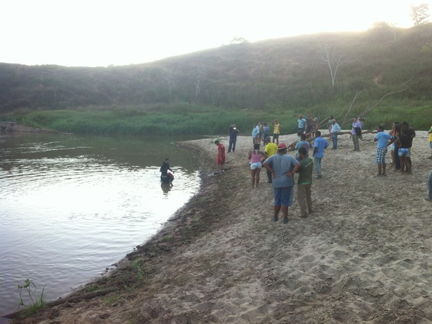 Corpo foi encontrado cerca de quatro horas após ter o afogamento (Foto: Zana Ferreira/ G1)