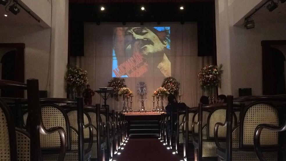 Teatro São José, no Centro de Sobral, preparado para homenagens ao cantor (Foto: João Pedro Ribeiro/TV Verdes Mares)
