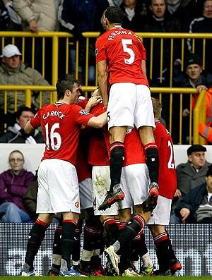 jogadores comemoram gol do Manchester United contra o Tottenham (Foto: AP)