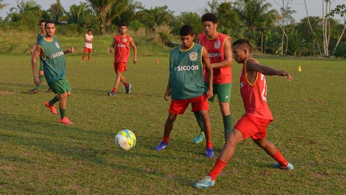Treino Galvez sub-19, campo B da FFAC (Foto: Murilo Lima)