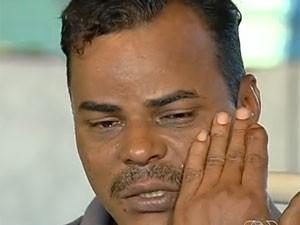 Pai de menina baleada se sente culpado por filha ter sido atingida, em Aparecida de Goiânia, Goiás (Foto: Reprodução/ TV Anhanguera)