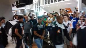Vasco desembarca em Cuiabá (Foto: Robson Boamorte)