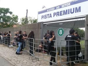 Fila para o show do Black Sabbath em Porto Alegre (Foto: Juliano Chimenes/RBS TV)