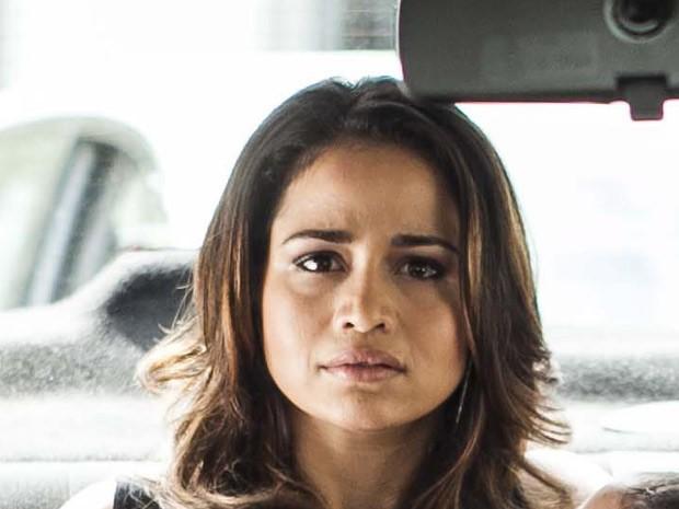 Morena leva um susto ao ver Théo com Érica (Foto: Salve Jorge/TV Globo)
