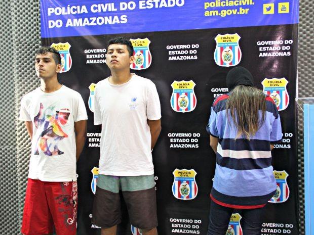 Igor (no meio), disse que foi fácil assaltar o local (Foto: Sérgio Rodrigues/ G1-AM)