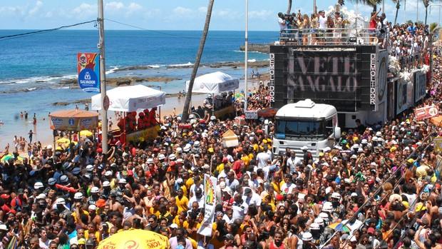 Ivete comanda arrastão em Salvador na quarta-feira de cinzas (Romildo de Jesus/Estadão Conteúdo)