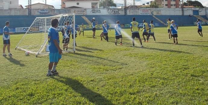 Montes Claros FC fez apenas um treino recreativo nova véspera do jogo (Foto: Ricardo Guimarães/ Assessoria MCFC)
