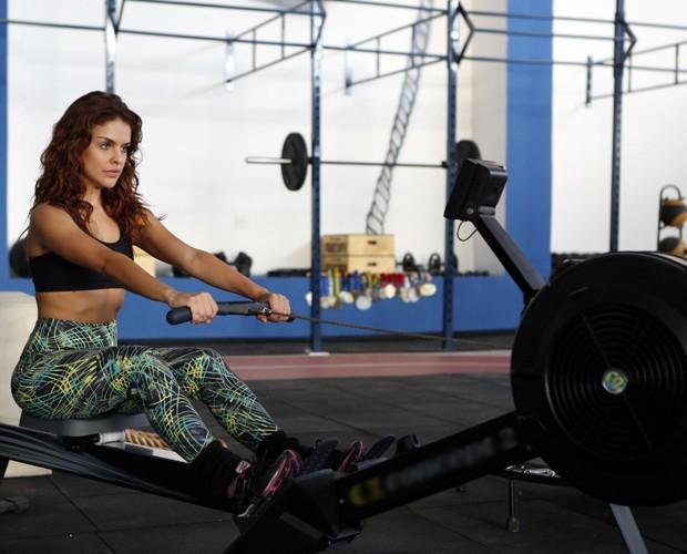 O corpo da atriz chama mesmo a atenção (Foto: Artur Meninea / TV Globo)