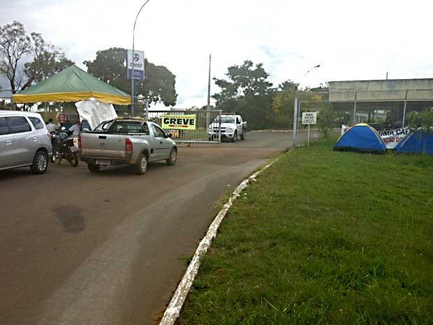 Portaria da estação da Barragem do Rio Descoberto (Foto: Isabella Formiga/G1)