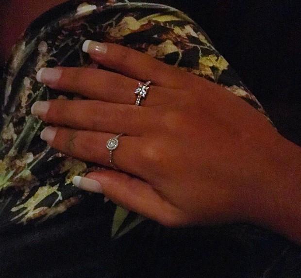 Amanda Djehdian exibe anel que ganhou de namorado (Foto: Reprodução/Instagram)