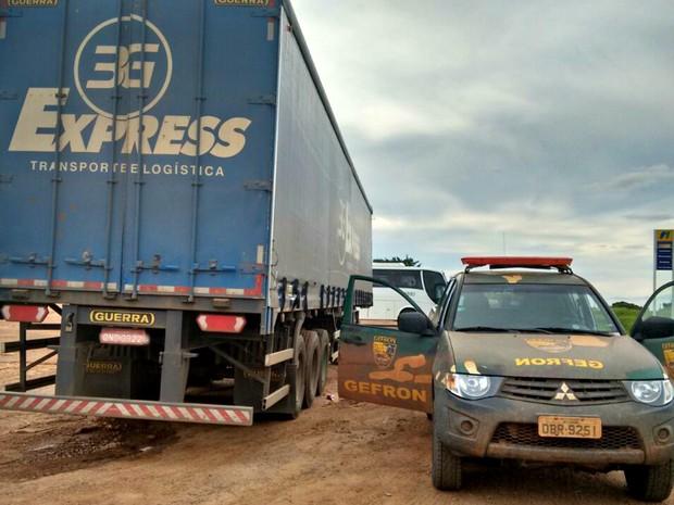 Reboque foi encontrado abandonado em um posto de combustível (Foto: Divulgação/Gefron-MT)