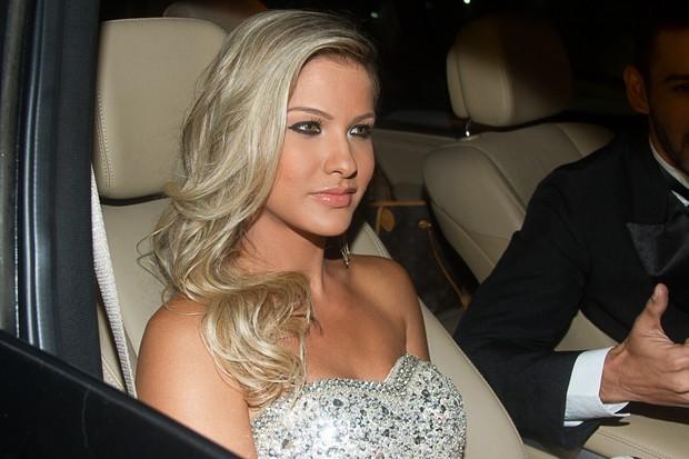Andressa Suita chega para o casamento de Edson (Foto: Claudio Augusto e Amauri Nehn / Foto Rio News)