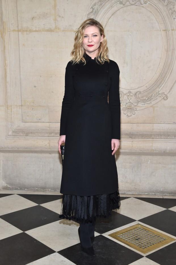 Kirsten Dunst no desfile de alta-costura da Dior, em Paris (Foto: Getty Images)