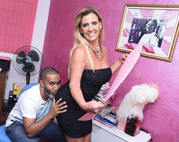 Rita Cadillac e o carnavalesco André Machado (Foto: Leo Franco / AgNews)