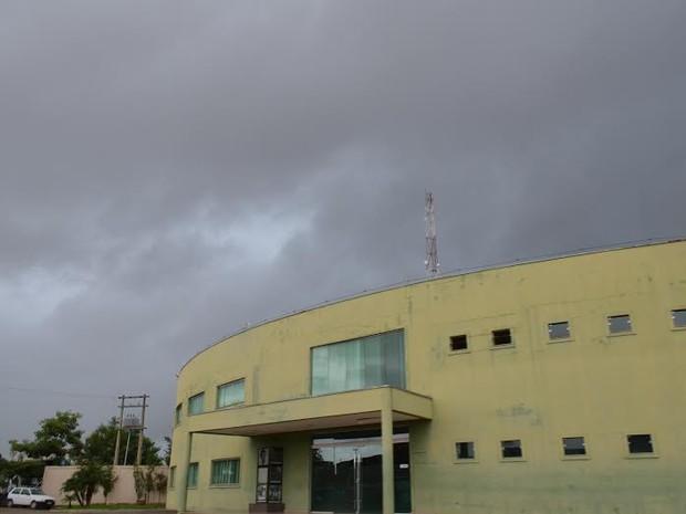 Períodos de nublado, com chuva a qualquer hora é a previsão para o Vale do Jamari (Foto: Franciele do Vale/G1)