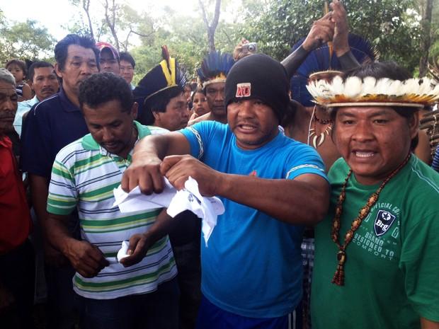 Velório do índio morto em desocupação de fazenda em MS (Foto: Fabiano Arruda/G1 MS)