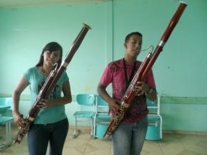 Em Vilhena, apenas dois estudantes estão aprendendo a tocar fagote  (Foto: Andréia Machado/G1)