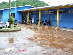 Cinco escolas tiveram aulas suspensas após serem atingidas por alagamentos (Foto: Prefeitura de Itajaí/Divulgação)