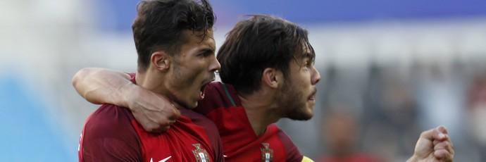 Diogo Gonçalves e Yuri Ribeiro comemoram gol de Portugal no Mundial sub-20 (Foto: EFE/EPA/JEON HEON-KYUN)