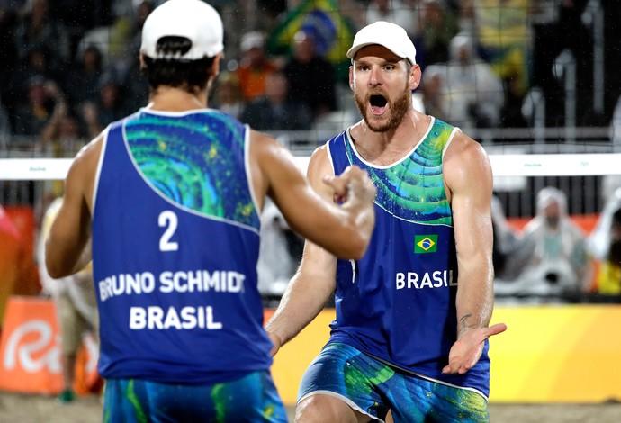 Alison e Bruno, Brasil X Itália Vôlei de praia Final (Foto: Agência AP)