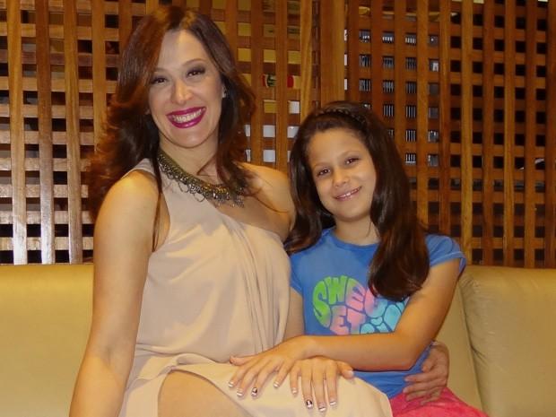 Mãe e filha passam o dia juntas nos estúdios de Salve Jorge (Foto: Salve Jorge/ TV Globo)