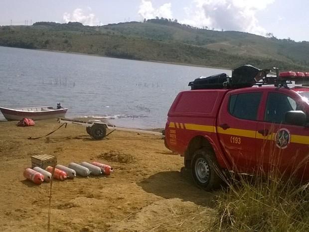 Bombeiros encontram homem que se afogou na Represa do Cipó, em Poços de Caldas (MG). (Foto: Corpo de Bombeiros)