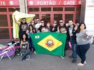 Fãs do Guns N' Roses fazem acampam no Beira-Rio para o show de 8 de novembro (Foto: Renato Soder/RBS TV)