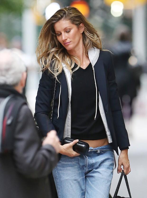Gisele Bndchen passeia por Nova York. (Foto: Grosby Group)
