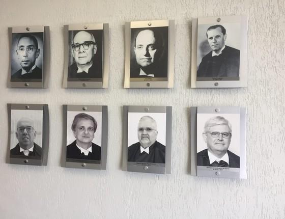 Galeria de fotos de ex-PGRs fica no gabinete do chefe do Ministério Público Federal (Foto: Reprodução)