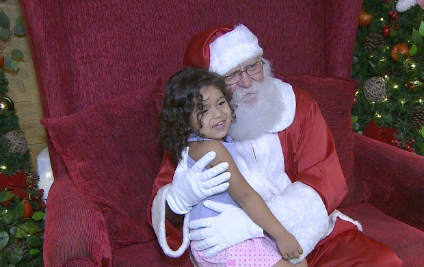 Crianças se encantam com a magia do Natal, em Porto Velho (Foto: Bom Dia Amazônia)