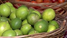 Feiras orgânicas oferecem diversos produtos em pontos de Santos (Reprodução/TV Tribuna)