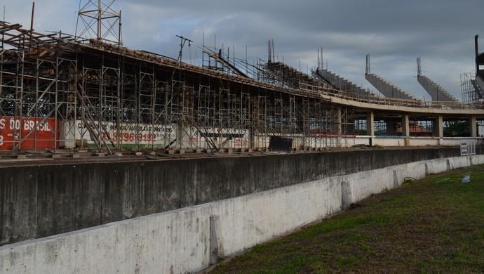 Estádio em obras (Foto: Lia Anjos - GLOBOESPORTE.COM)