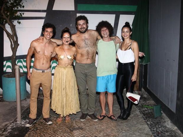 Chicão, filho da cantora Cássia Eller, e Nanda Costa com Lan Lahn e banda em show no Rio (Foto: Roberto Valverde/ Brazil News)