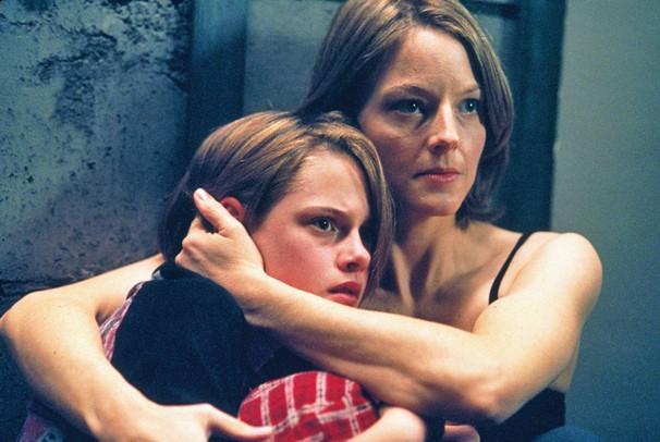 Kristen Stewart e Jodie Foster estão em 'O Quarto do Pânico', filme do Corujão de terça, dia 10 (Foto: Divulgação)