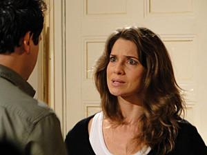 Laura tenta se explicar, mas não consegue (Foto: Malhação / TV Globo)