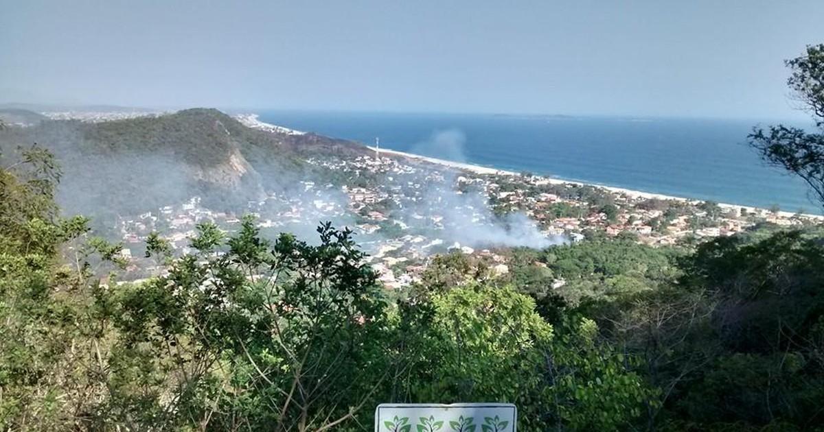 Incêndio chega ao 4º dia na Serra da Tiririca, em Maricá, no RJ - Globo.com