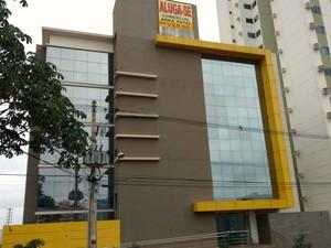 Sede da empresa Soy Grupo foi colocada à venda em Cuiabá (Foto: Lislaine dos Anjos/G1)