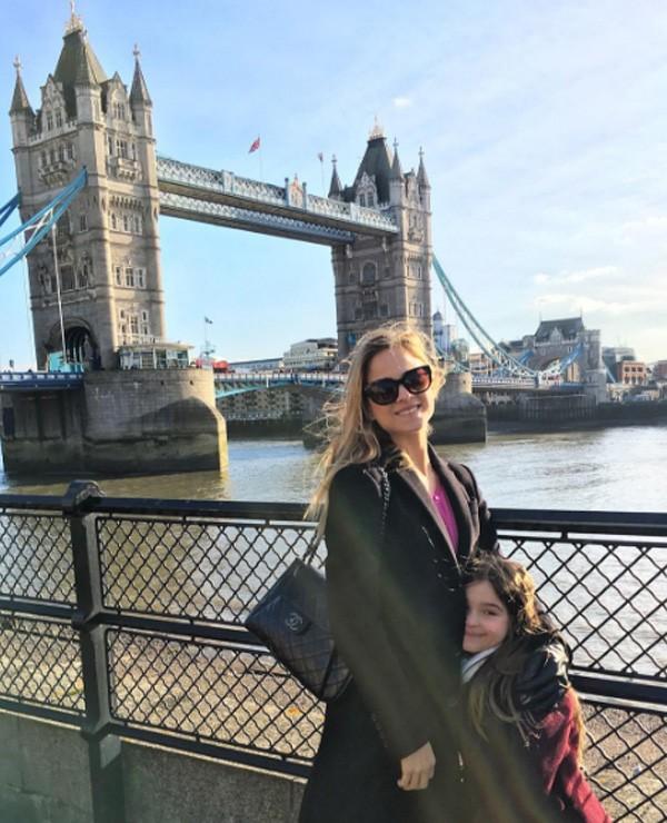 Luiza com a primogênita, Maria Luiza, em Londres (Foto: Reprodução/Instagram)