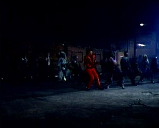 Quem nunca tentou imitar a coreografia de Michael Jackson em 'Thriller' (Foto: Reprodução)