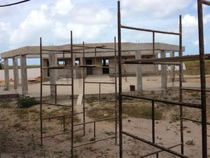 Segundo MPF, constru&#231;&#227;o de escola da aldeia Brejinho se encontra abandonada (Foto: Divulga&#231;&#227;o/MPF-PB)