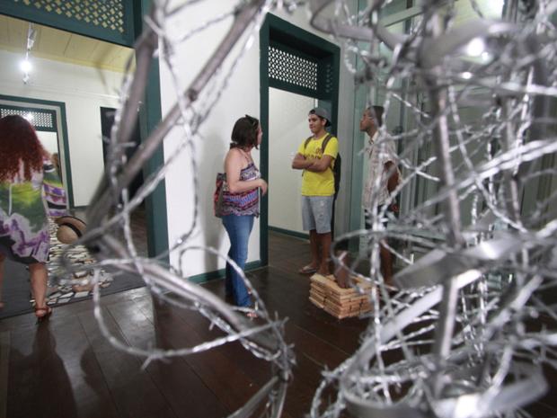 A exposição traz obras que foram criadas pelos estudantes, ao longo de 10 dias em Fortaleza (Foto: Secult/Divulgação)