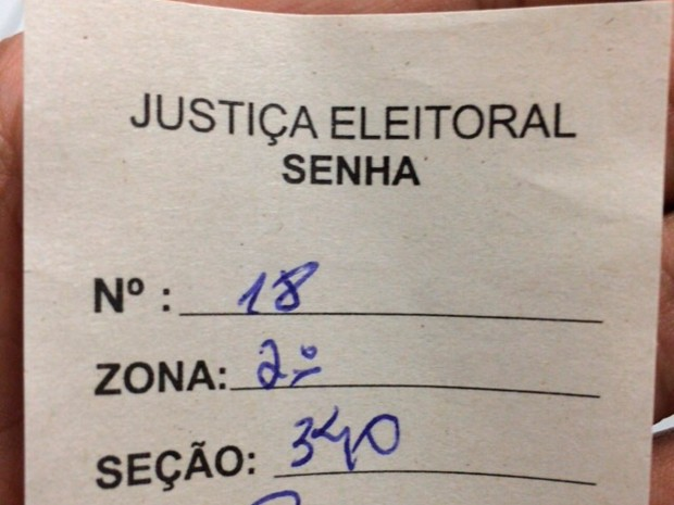 Eleitor está na fila de votação da seção 340 que fica na UNP da Nascimento de Castro há mais de 3 horas (Foto: Paulo Vicente/Cedida)